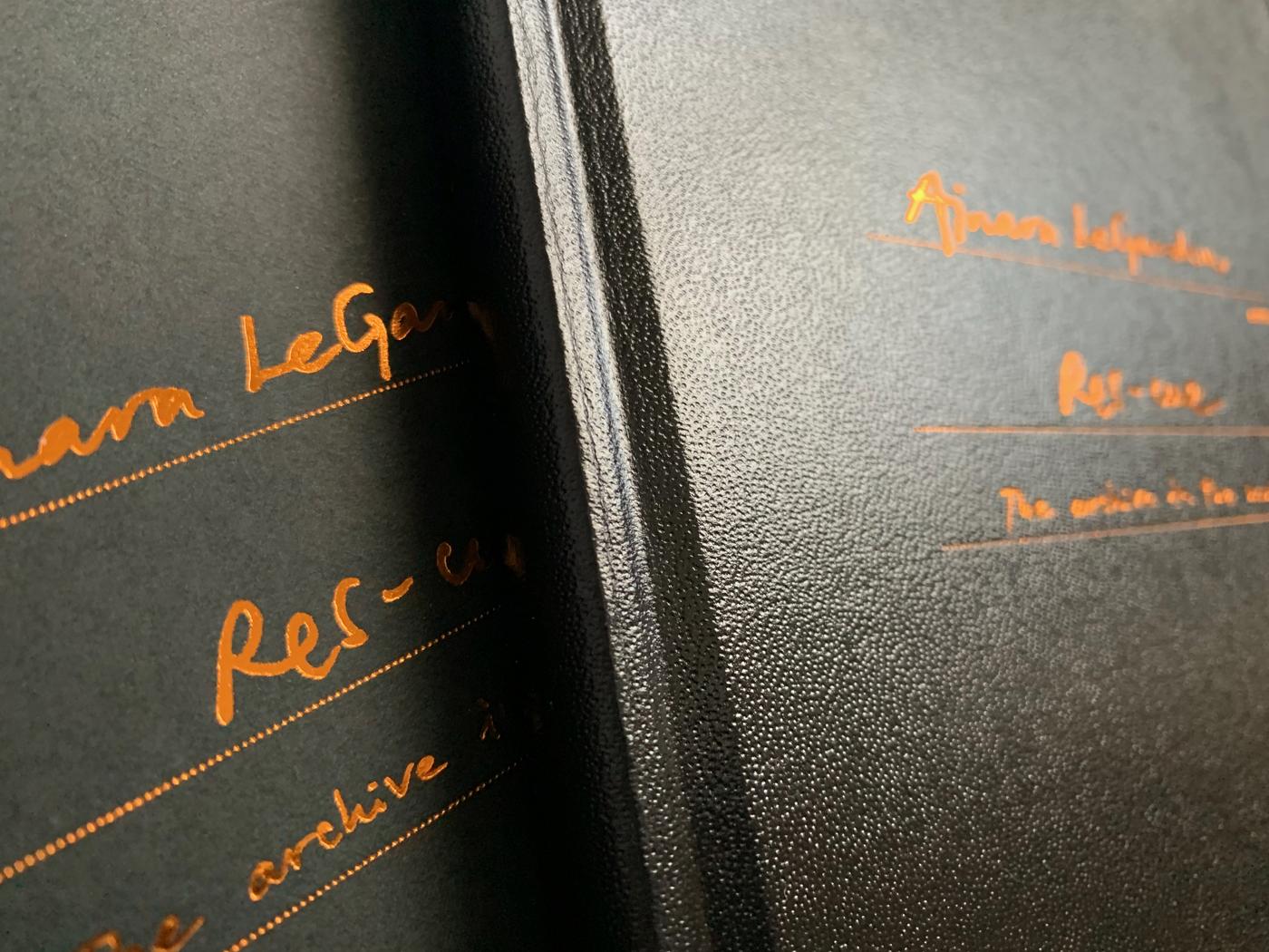 Ainara LeGardon Res-cue detalle estampado cobre